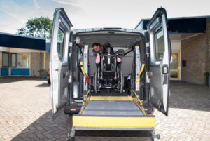 240_F_1198079niños discapacitados, silla de ruedas, vehículo adaptado, Rehatrans, Pepe VARELA52_uZLS9i65kFxKbkg4ySy8jllLXKQuZ7aK