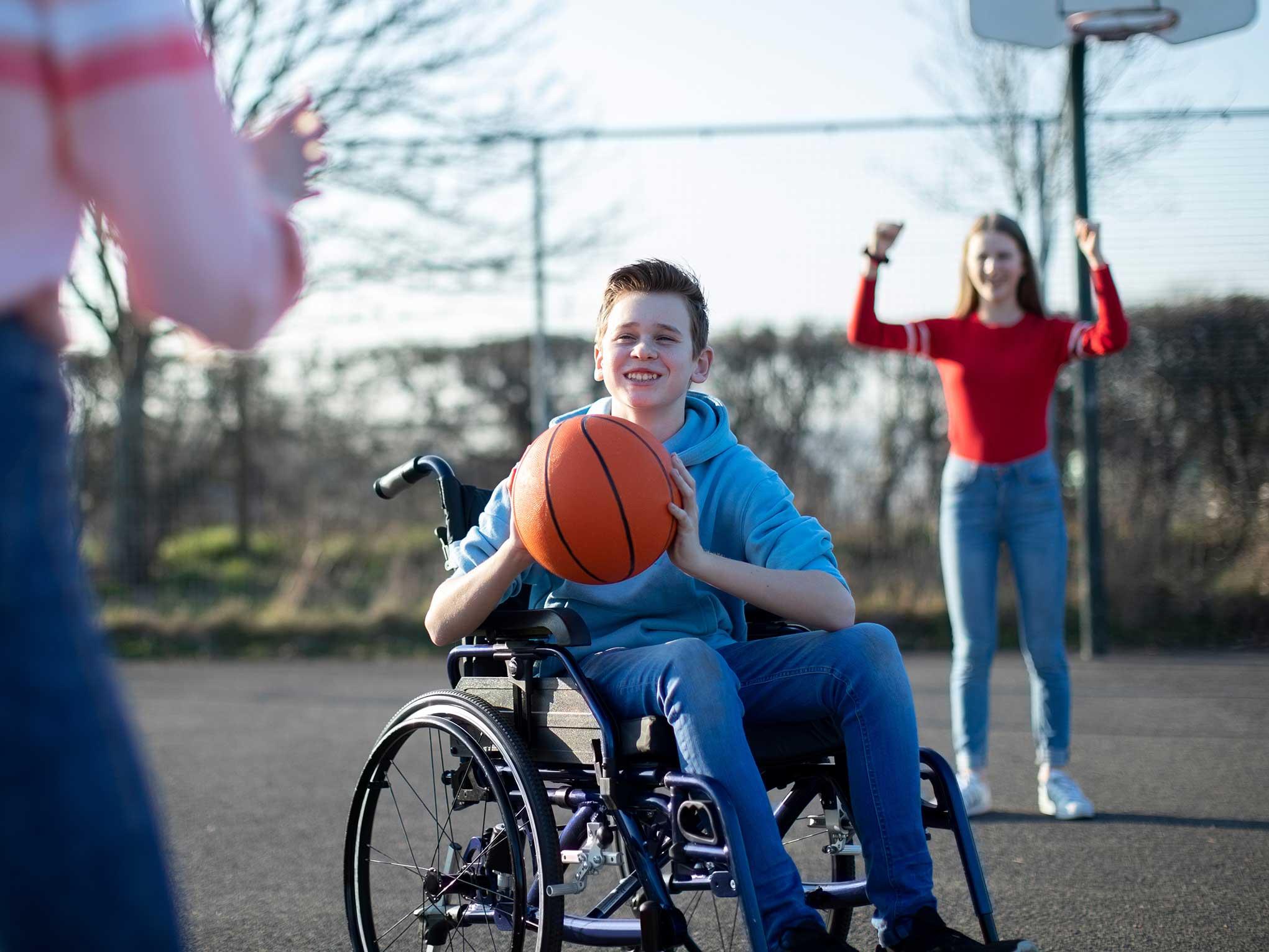 Baloncesto infantil silla de ruedas